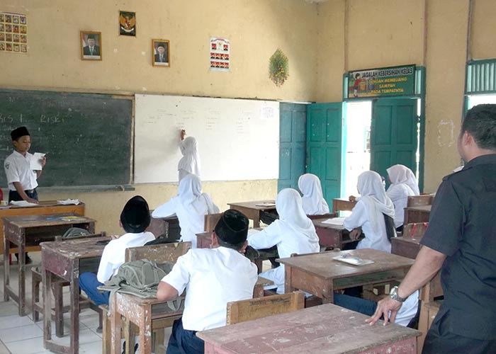 Ajarkan Berdemokrasi di Pemilihan Struktur Kelas