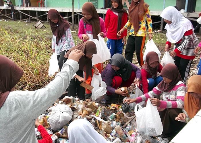 MTsN 1 CLU - Kegiatan Kebersihan Madrasah