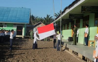 MTsN 1 CLU - Upacara Bendera Merah Putih
